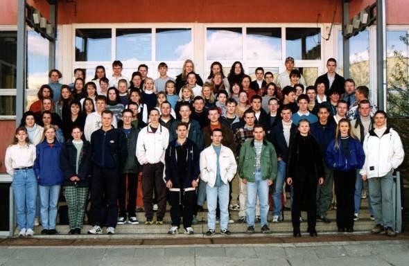Foto mit allen Abgängern des Jahrgangs 97